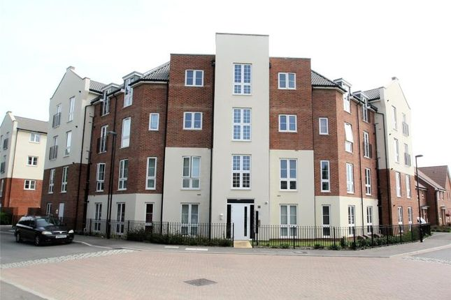Thumbnail Flat for sale in Stephenson Court, 19 Cambrian Way, Worthing