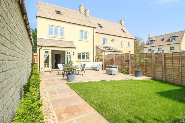 Thumbnail Detached house for sale in Scott Thomlinson Road, Fairford
