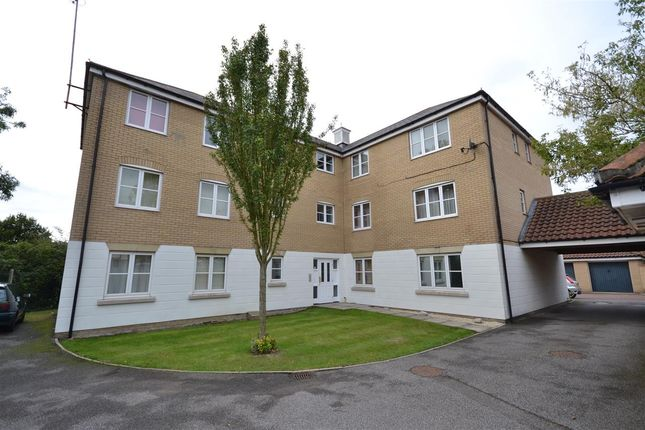 2 bed flat to rent in Colchester, Highwoods, Essex CO4