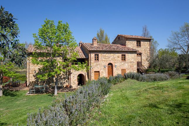 Farmhouse for sale in Paciano, Paciano, Perugia, Umbria, Italy