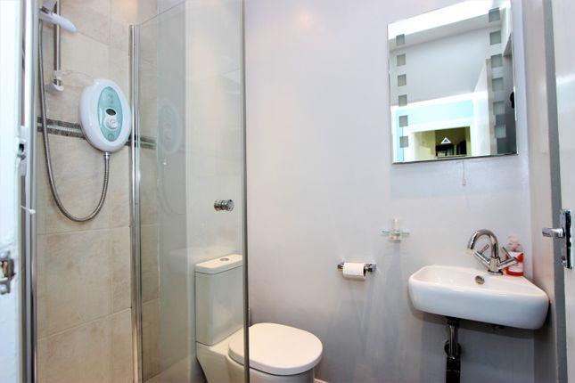 Shower Room of 25 Montpelier Crescent, Brighton BN1