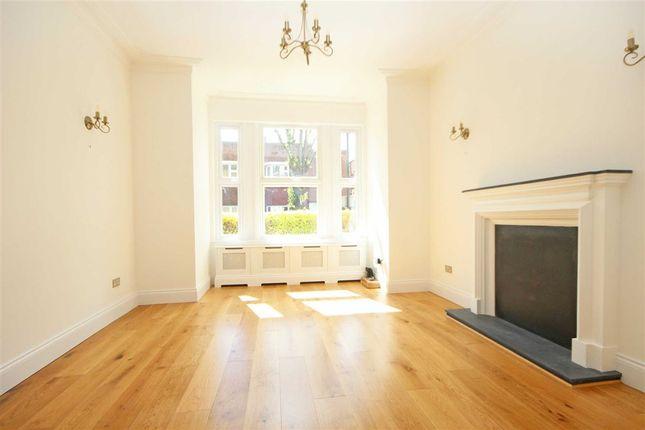 Thumbnail Flat to rent in Ravenscroft Road, London