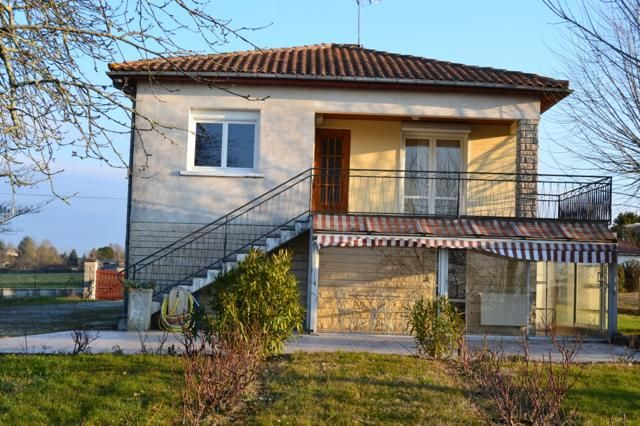 5 bed detached house for sale in St Severin, Saint-Séverin, Aubeterre-Sur-Dronne, Angoulême, Charente, Poitou-Charentes, France