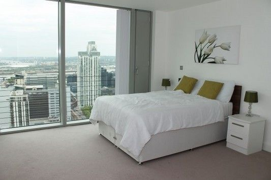 Thumbnail Flat to rent in The Landmark, West Tower, Canary Wharf