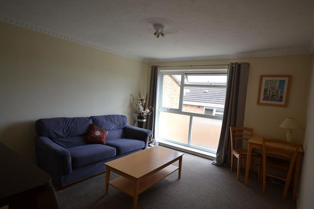 Lounge of Carlyon Close, Exeter EX1