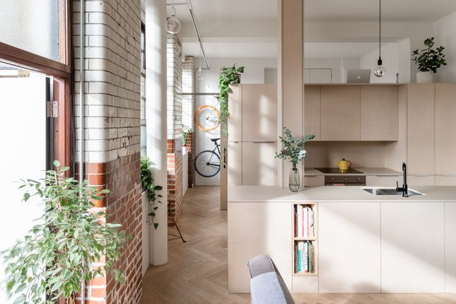 Thumbnail Flat for sale in City View House, Bethnal Green Road, London