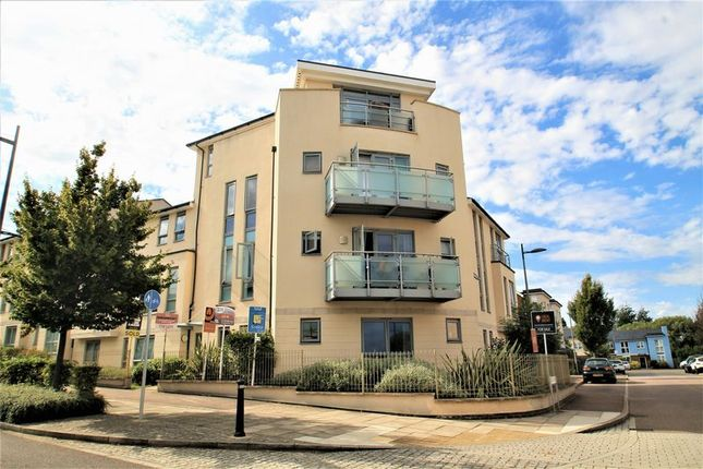 Thumbnail Flat to rent in Springhead Road, Northfleet, Gravesend