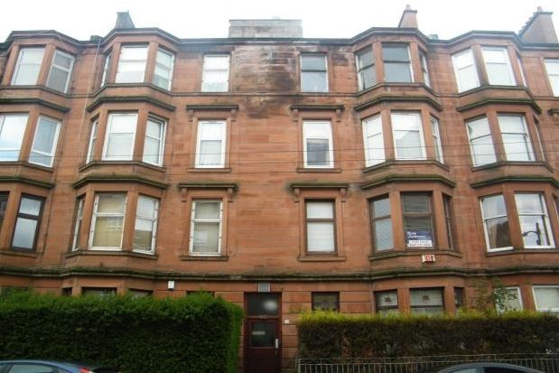2 bed flat to rent in Roslea Drive, Dennistoun