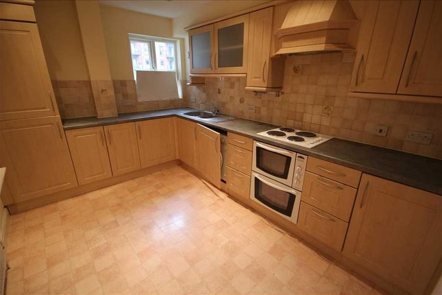 2 bed flat to rent in Nightingale Court, Sheepcote Road, Harrow HA1