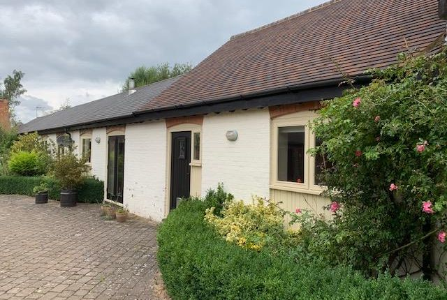 Thumbnail Barn conversion to rent in Park Road, Toddington, Dunstable