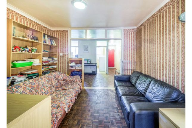 2 bed flat for sale in Purchese Street, Camden, London NW1