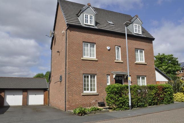 Thumbnail Property for sale in Kestrel Close, Hyde
