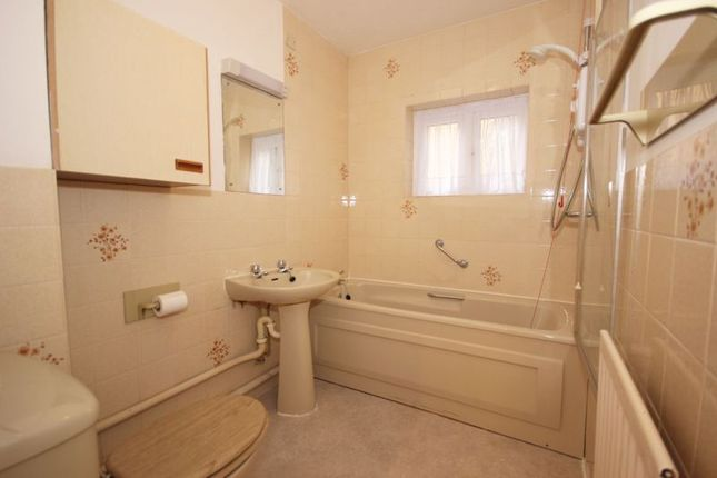 Bathroom of Beckenham Road, West Wickham BR4