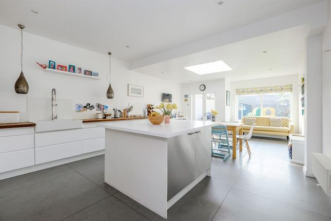 4 bed terraced house for sale in Avenue Gardens, London