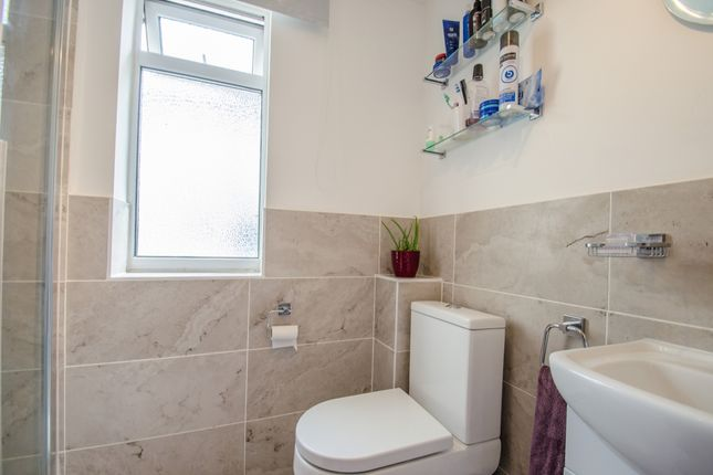 Cloakroom Shower/WC