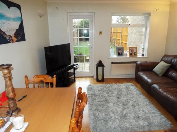 Living Room of Chiltern Gardens, Waller Avenue, Luton, Bedfordshire LU4