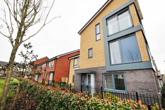 Thumbnail Triplex to rent in Greenham Avenue, Reading