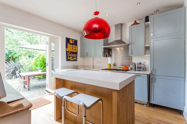 Thumbnail Flat for sale in Twyford Avenue, London