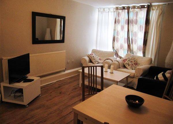 Thumbnail Flat to rent in Woking Close, London