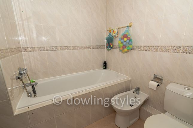 Bed 1 En-Suite. of Molesey Park Road, East Molesey KT8