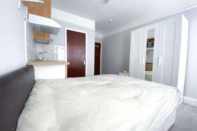 Thumbnail Flat to rent in High Street, Edgware