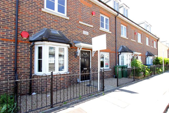 Thumbnail Flat for sale in Queens Avenue, Watford