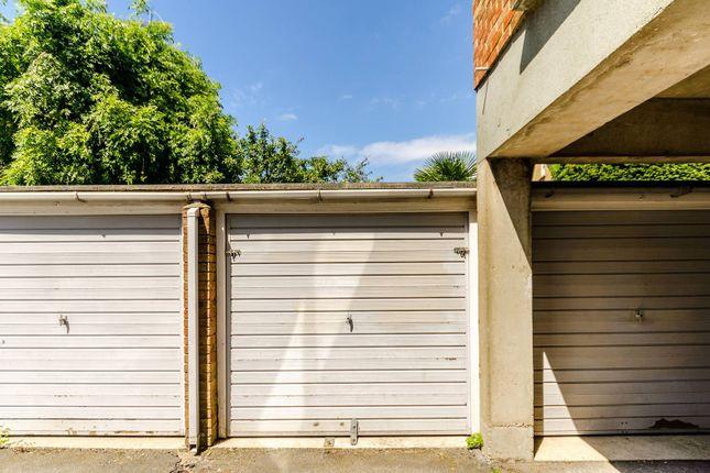 Parking/garage to rent in Gipsy Lane, West Putney
