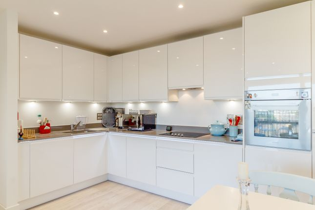 Thumbnail Flat for sale in Flat, Abbotsford Court, London