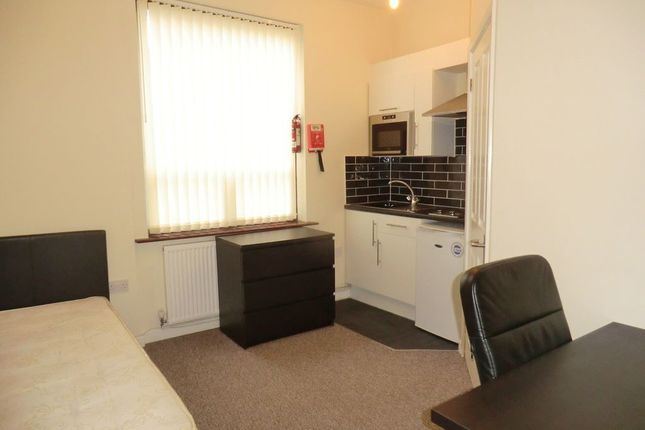 Thumbnail Shared accommodation to rent in Queens Road, Coventry