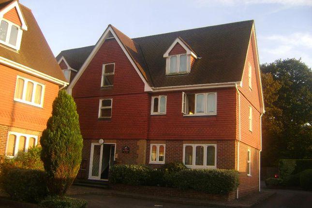 Thumbnail Flat to rent in Headley Road, Grayshott