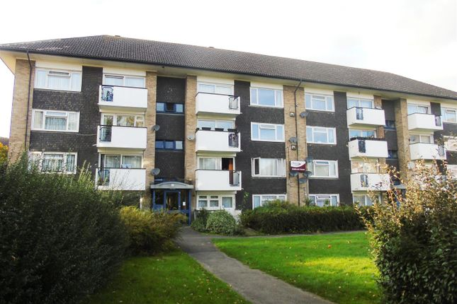 2 bed flat for sale in Tolpits Lane, Watford WD18