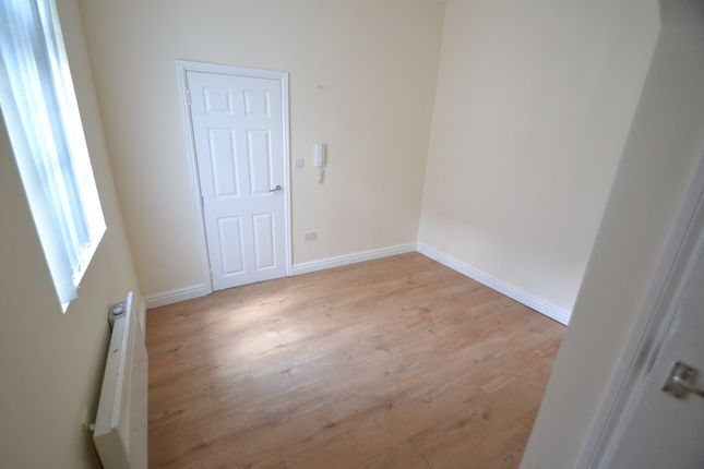 1 bed flat to rent in Little Lane, South Elmsall, Pontefract WF9