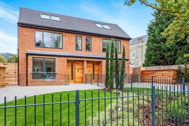 Thumbnail Property to rent in Cambridge Park, Twickenham