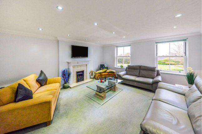Living Room of Permain Close, Radlett WD7