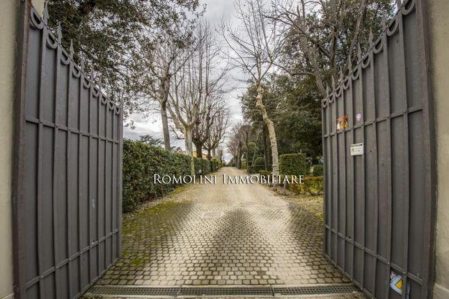 Settignano, Florence: Apartment In Villa, Parking, For Sale