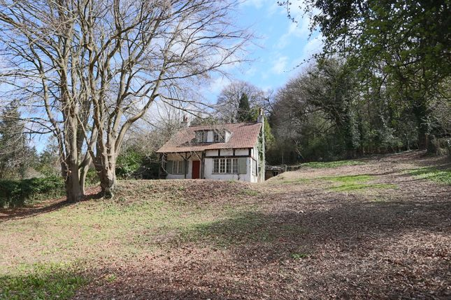Thumbnail Cottage for sale in Weald Way, Caterham