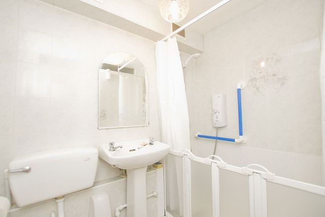 Bathroom of Leven View, Crown Avenue, Clydebank G81