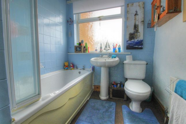 Bathroom of Charlotte Street, Skelton-In-Cleveland, Saltburn-By-The-Sea TS12