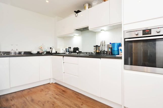 2 bed flat for sale in Ewell Road, Surbiton