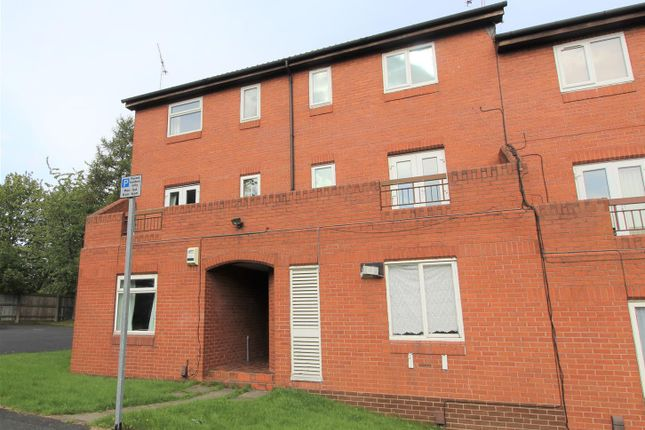 Thumbnail Flat for sale in Well Close Rise, Leeds