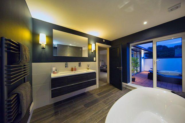 Master Bathroom of Llandaff Place, Llandaff, Cardiff CF5