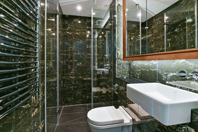 Bathroom of Sky Gardens, Wandsworth Road, Nine Elms SW8
