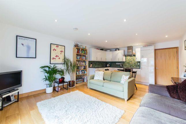Thumbnail Flat for sale in Hilldrop Lane, London