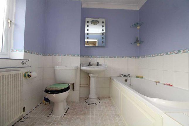 Bathroom of Daundy Close, Ipswich IP2