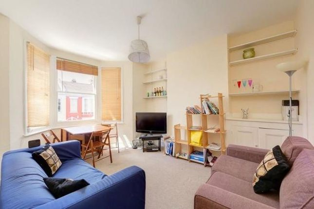 2 bed flat to rent in Arlesford Road, Clapham, London SW9