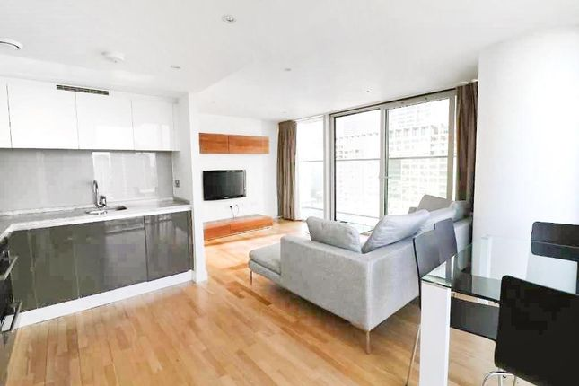 2 bed flat to rent in The Landmark West Tower, 24 Marsh Wall, London