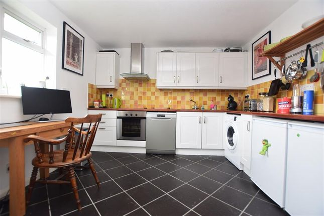 2 bed flat for sale in Victoria Road, Horley, Surrey RH6