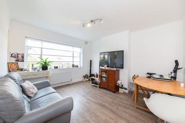 Thumbnail Flat to rent in Dennison Close, Hampstead Garden Suburb