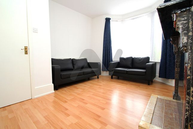 Thumbnail Flat to rent in Hermitage Road, Manor House