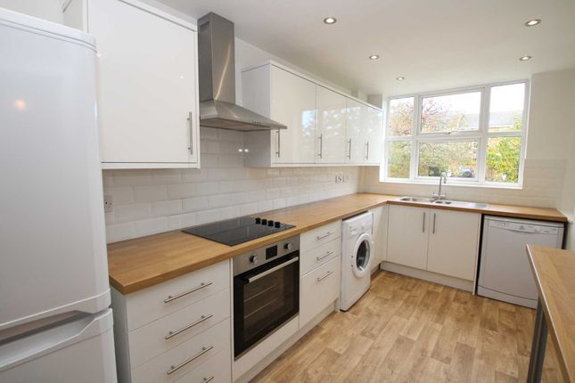 2 bed flat to rent in Lincoln Court, Berkhamsted HP4